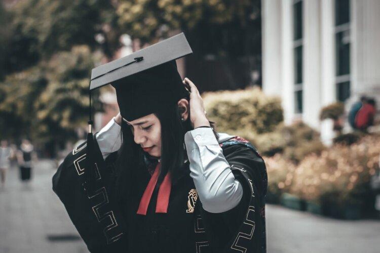卒業写真は何を着る?適した服装を袴・スーツ・ドレス別に徹底紹介!14