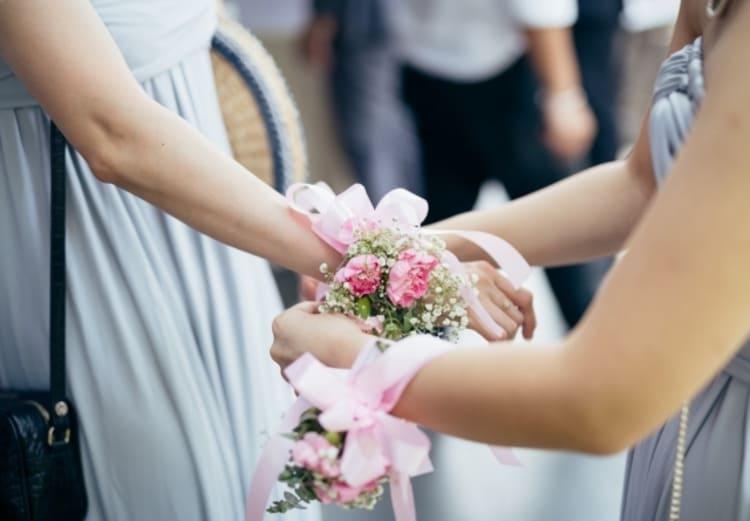 """フォトウェディングは""""花冠""""が人気!花の種類・花言葉・色・髪型を紹介27"""