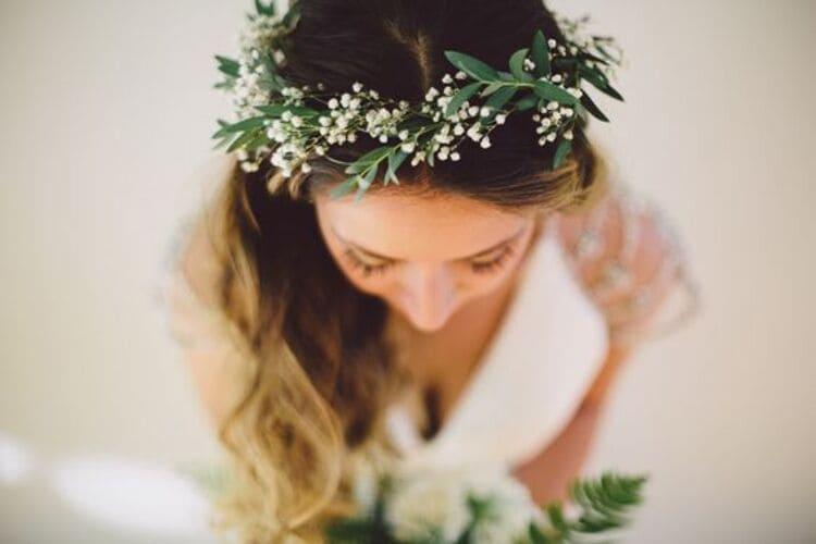 """フォトウェディングは""""花冠""""が人気!花の種類・花言葉・色・髪型を紹介17"""