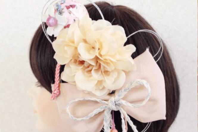 """成人式写真でショートはだめ?振袖×ショートの髪飾りと簡単アレンジを紹介_10"""" width="""