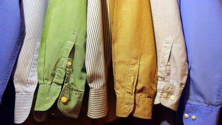 フォトウェディングのワイシャツ 襟の形・色・柄・ブランド・袖口から選ぶ17