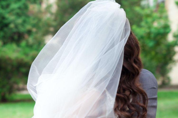 フォトウェディングでハーフアップは地味?花嫁に人気のアレンジ&髪飾り16