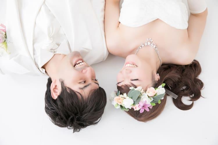 """フォトウェディングは""""花冠""""が人気!花の種類・花言葉・色・髪型を紹介1"""