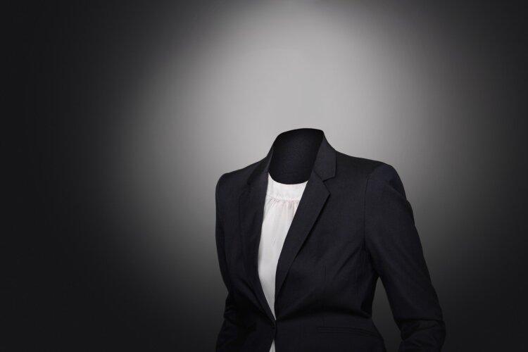 周りに劣らない!女性の就活写真でのスーツ選びや撮影時の注意点を解説1