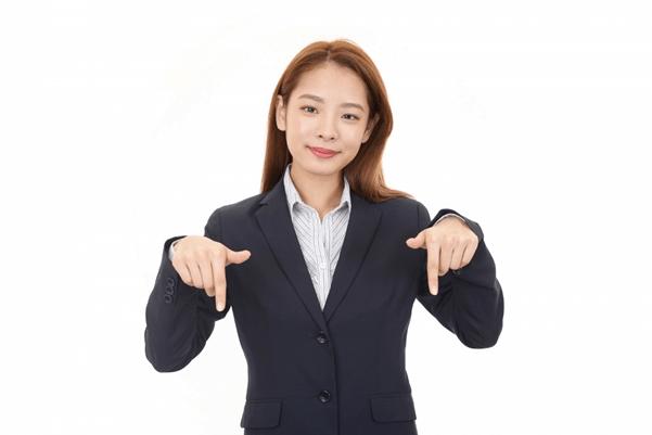卒業写真に女性がスーツはNG?写真撮影に適したスーツを紹介6