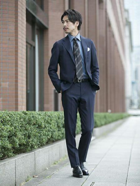 男の卒業写真はスーツでビシッとキメる!適したスーツを紹介10