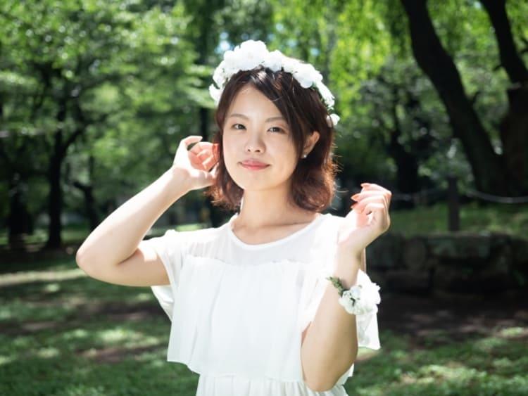 """フォトウェディングは""""花冠""""が人気!花の種類・花言葉・色・髪型を紹介22"""