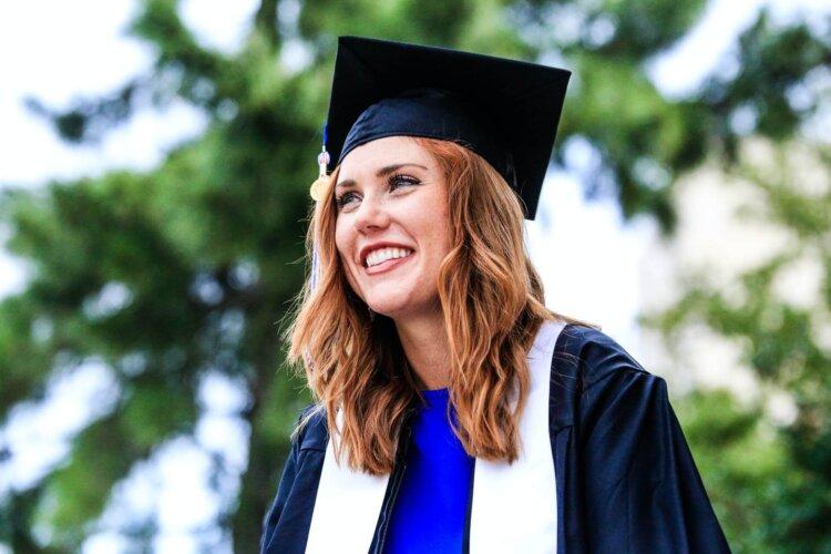 女子の卒業写真の撮り方を徹底解説!袴やポーズや適切時期を紹介23
