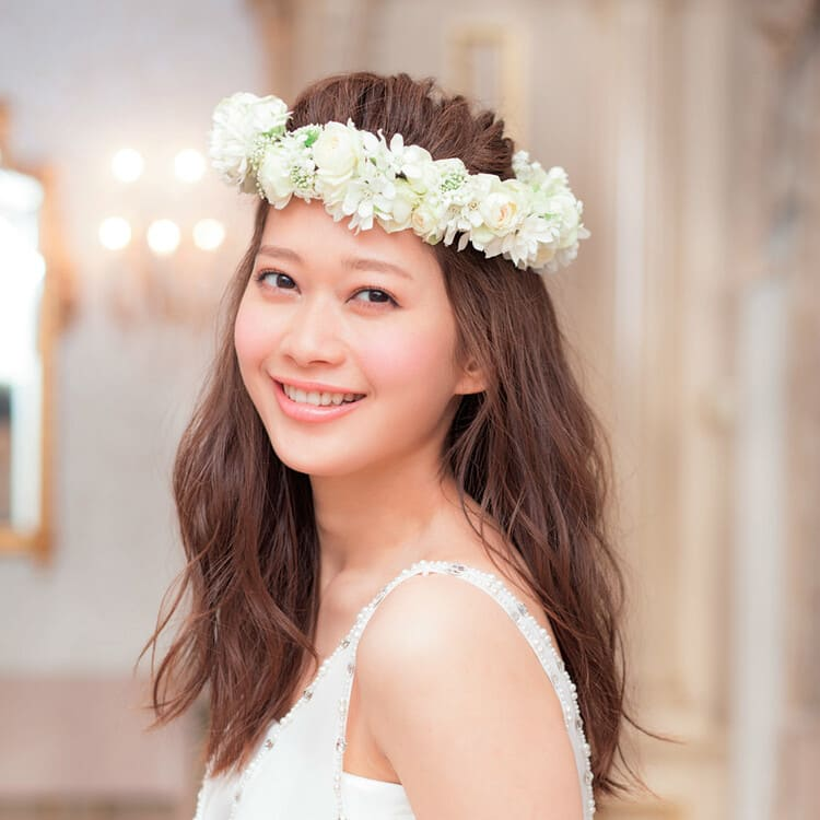 """フォトウェディングは""""花冠""""が人気!花の種類・花言葉・色・髪型を紹介8"""