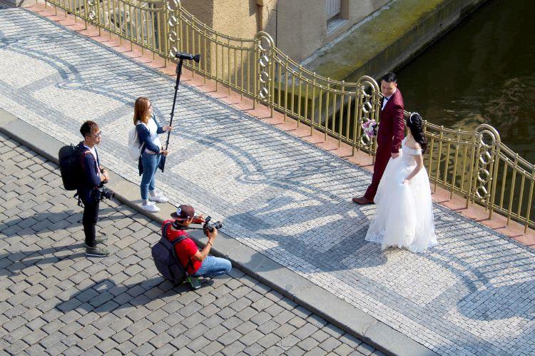 フォトウェディングでハーフアップは地味?花嫁に人気のアレンジ&髪飾り18