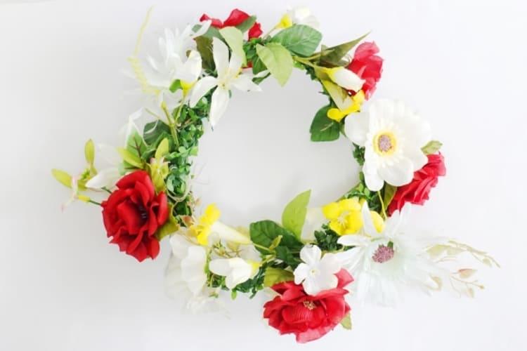 """フォトウェディングは""""花冠""""が人気!花の種類・花言葉・色・髪型を紹介29"""