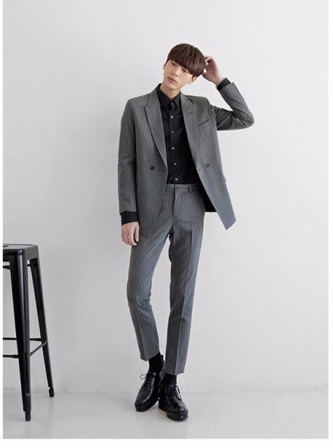 男の卒業写真はスーツでビシッとキメる!適したスーツを紹介9