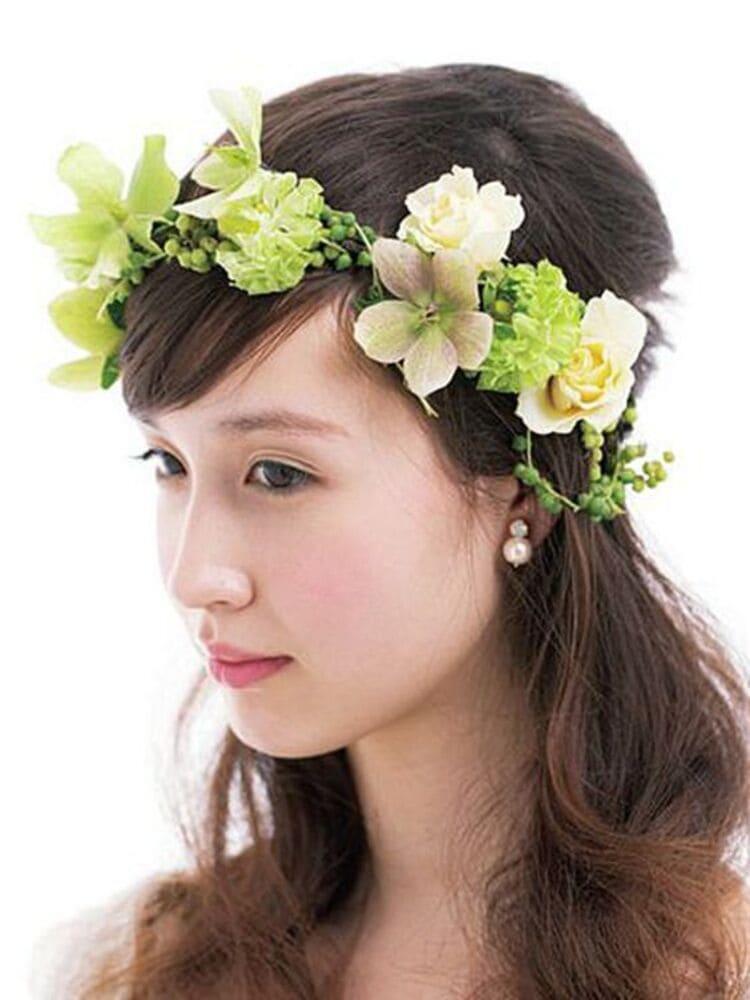 """フォトウェディングは""""花冠""""が人気!花の種類・花言葉・色・髪型を紹介3"""