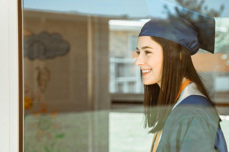 女子の卒業写真の撮り方を徹底解説!袴やポーズや適切時期を紹介33
