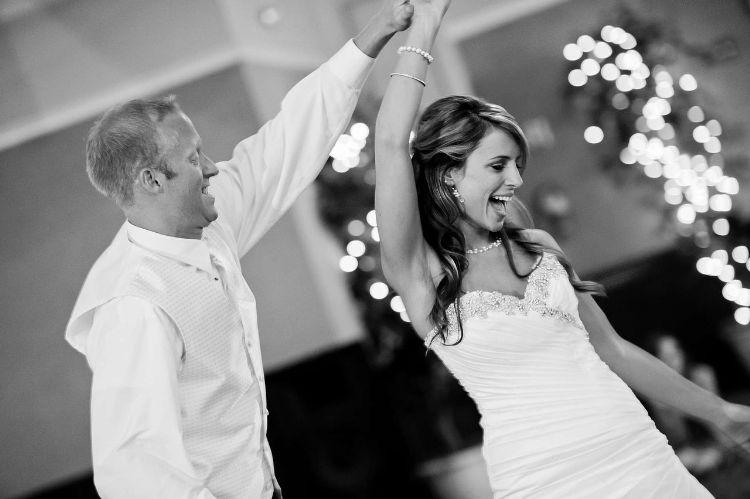 フォトウェディングでハーフアップは地味?花嫁に人気のアレンジ&髪飾り6