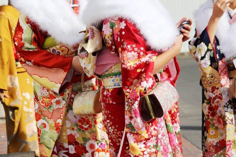 【女子向け】成人式写真の服装選びまとめ|振袖とドレスの選び方ポイント7
