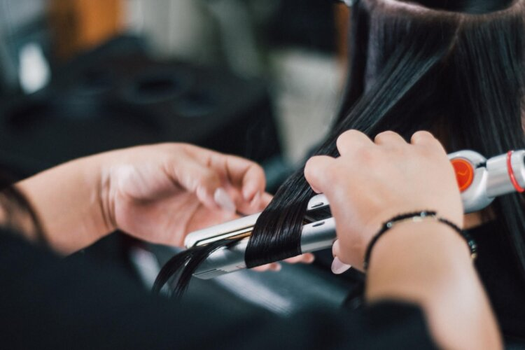 女子の卒業写真の撮り方を徹底解説!袴やポーズや適切時期を紹介4