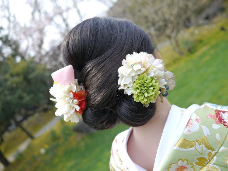 フォトウェディングはアップヘアが花嫁に人気!髪型や髪飾りを紹介13