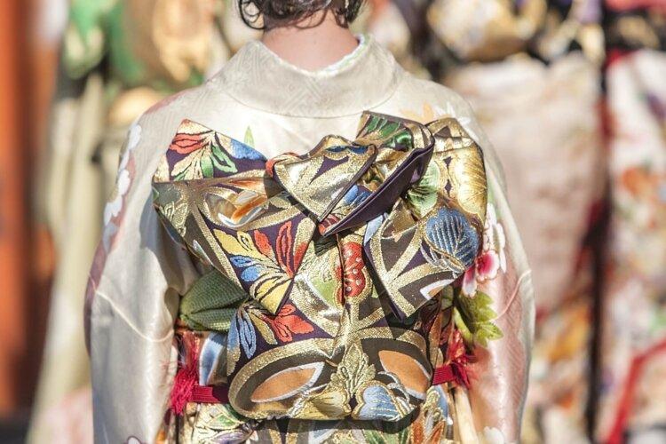 【女子向け】成人式写真の服装選びまとめ|振袖とドレスの選び方ポイント6