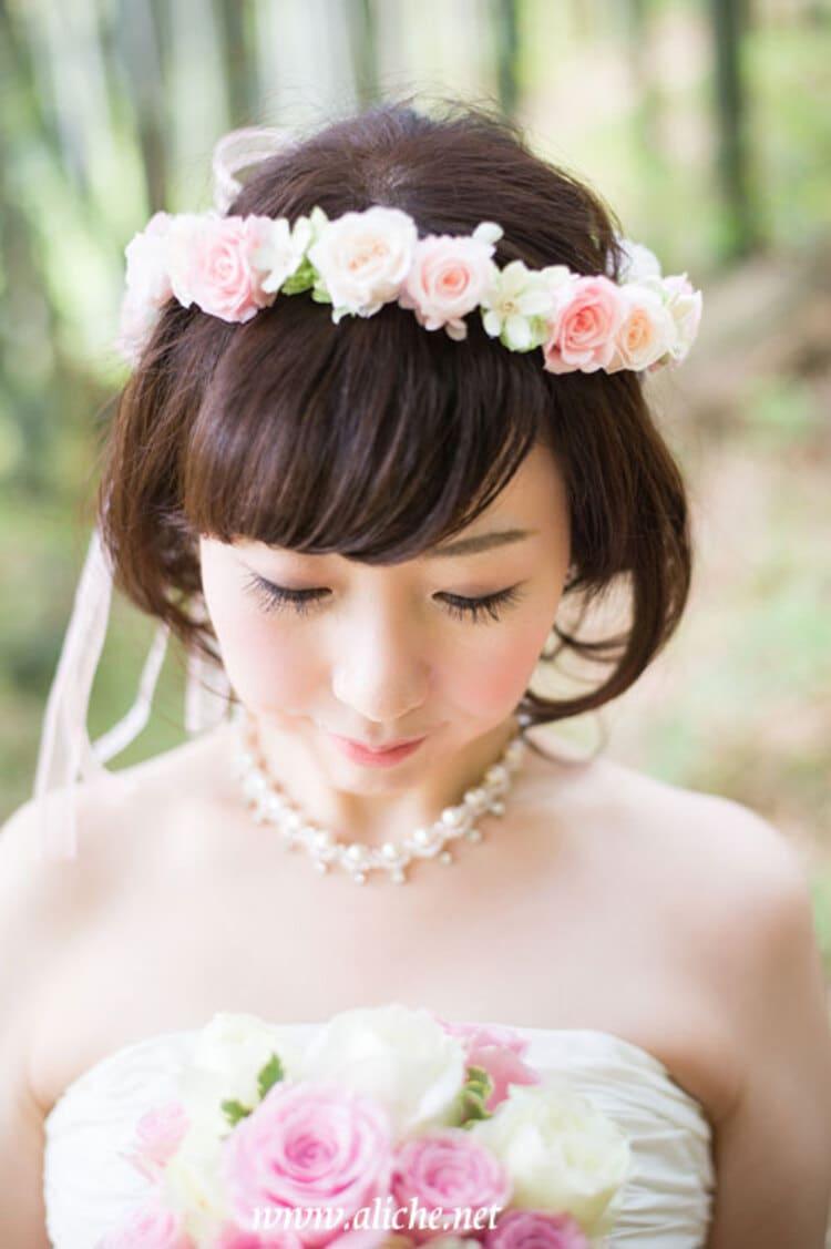 """フォトウェディングは""""花冠""""が人気!花の種類・花言葉・色・髪型を紹介24"""