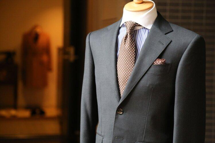 男の卒業写真はスーツでビシッとキメる!適したスーツを紹介12