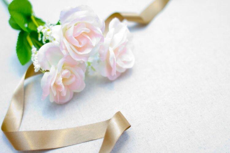 遺影写真を飾る花のおすすめは?種類から色まで紹介2