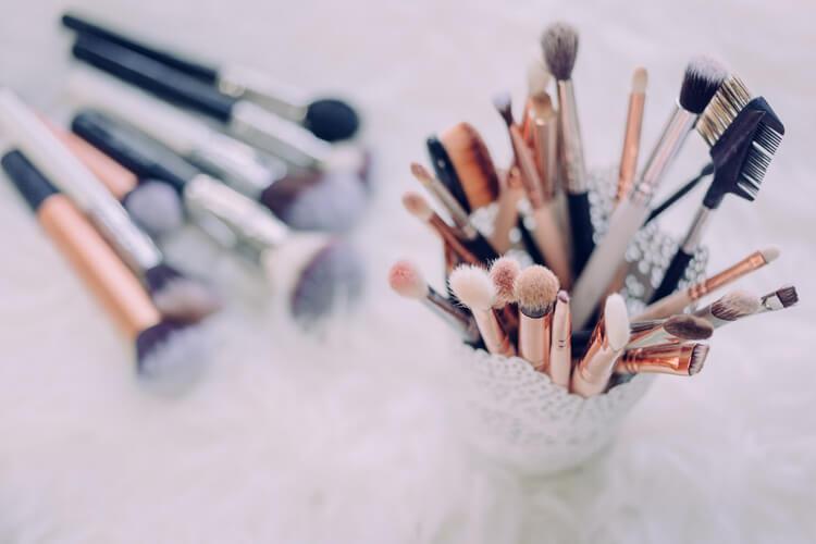 花嫁の白無垢メイクはどうやる?フォトウェディングに適した和風の白無垢メイクを紹介4