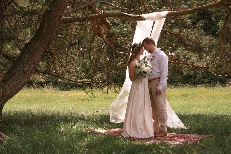 フォトウェディングでハーフアップは地味?花嫁に人気のアレンジ&髪飾り14