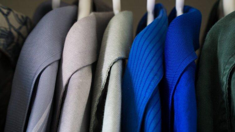 男の卒業写真はスーツでビシッとキメる!適したスーツを紹介11
