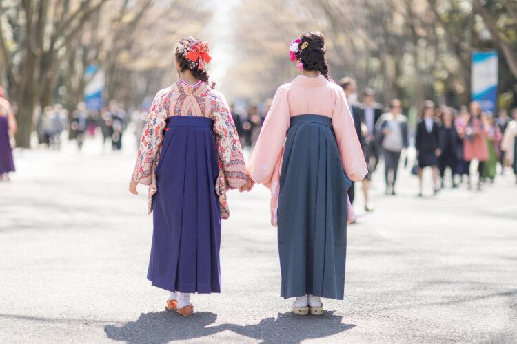 卒業袴写真ではブーツと草履どちらがおすすめ?丈の違いや相場まで解説6