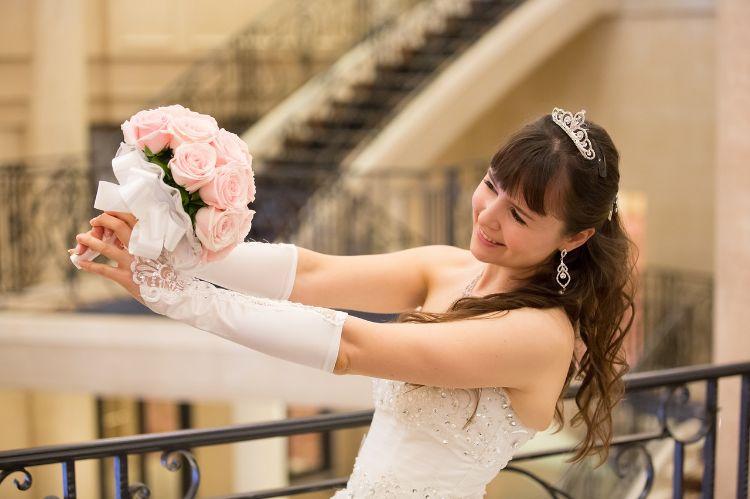 フォトウェディングでハーフアップは地味?花嫁に人気のアレンジ&髪飾り13