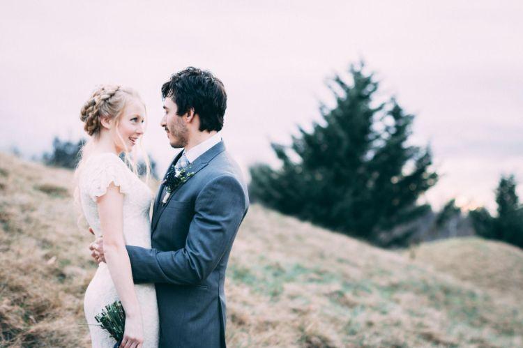 フォトウェディングはアップヘアが花嫁に人気!髪型や髪飾りを紹介5