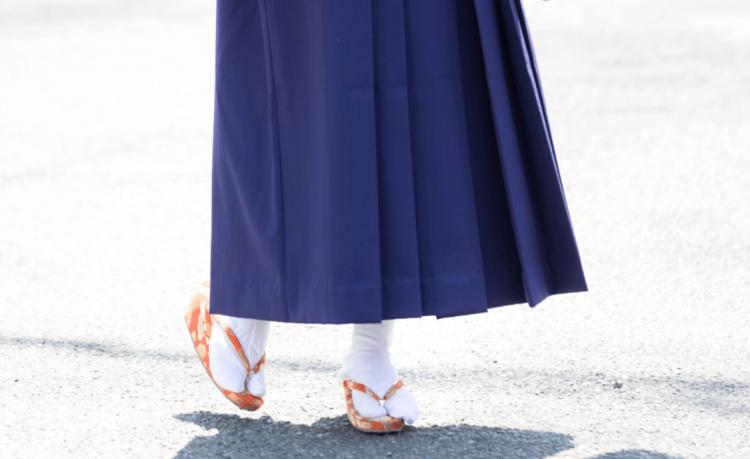 卒業袴写真ではブーツと草履どちらがおすすめ?丈の違いや相場まで解説7