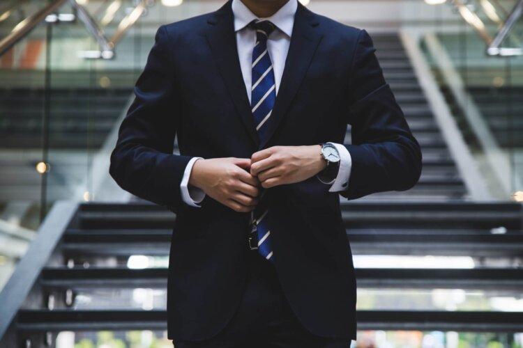 印象を変える服装とは?ビジネスプロフィール写真の服装を男女別紹介7