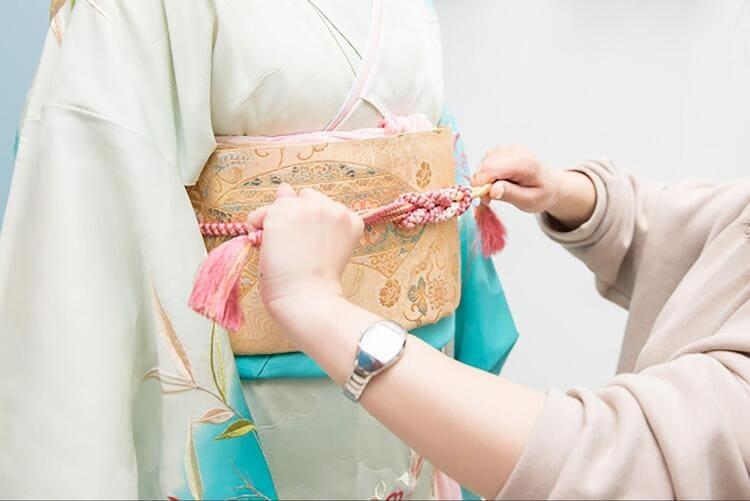 【成人式写真の服装事情を解説!男女別に衣装種類や家族の服装も紹介13