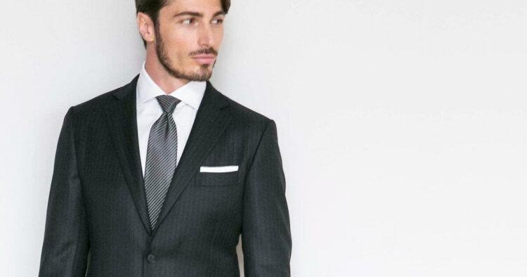 男の卒業写真はスーツでビシッとキメる!適したスーツを紹介8