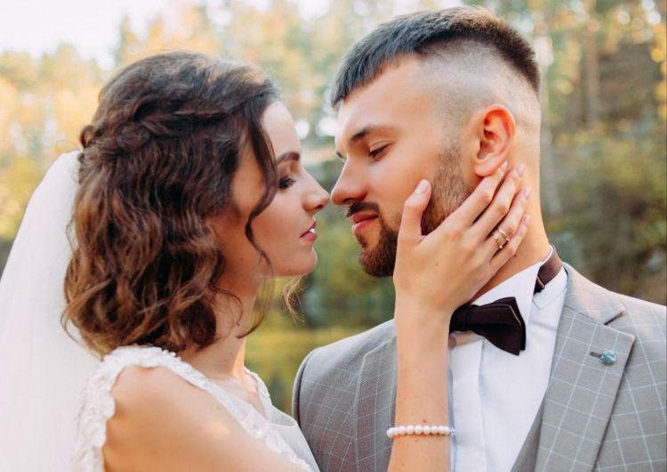 フォトウェディングでハーフアップは地味?花嫁に人気のアレンジ&髪飾り4