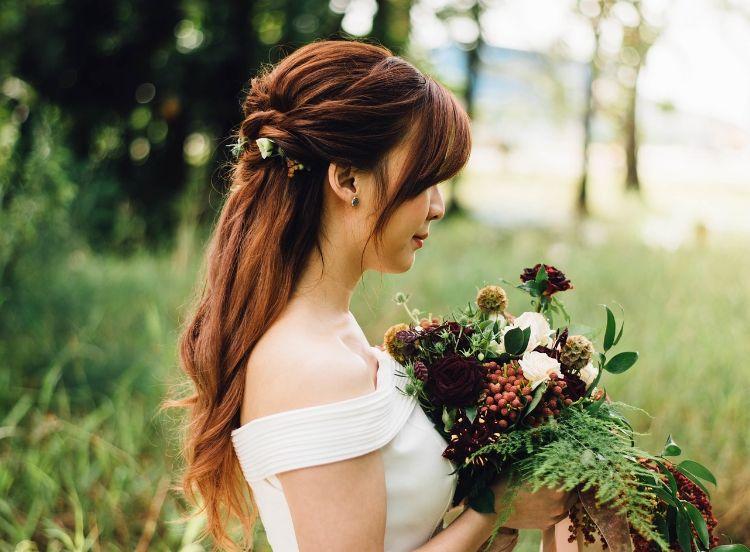 フォトウェディングはアップヘアが花嫁に人気!髪型や髪飾りを紹介7
