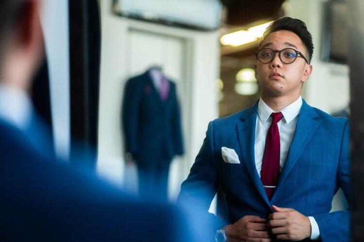 男の卒業写真はスーツでビシッとキメる!適したスーツを紹介6