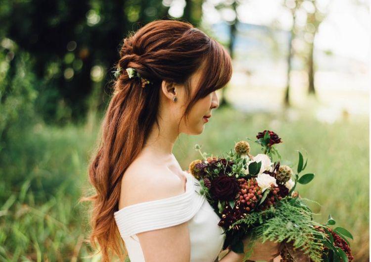 フォトウェディングでハーフアップは地味?花嫁に人気のアレンジ&髪飾り9
