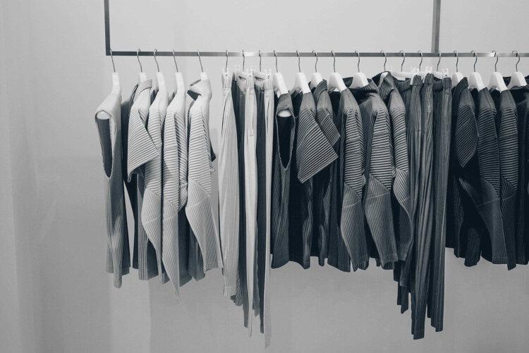 卒業写真は何を着る?適した服装を袴・スーツ・ドレス別に徹底紹介!9