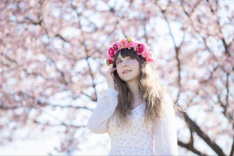 """フォトウェディングは""""花冠""""が人気!花の種類・花言葉・色・髪型を紹介7"""
