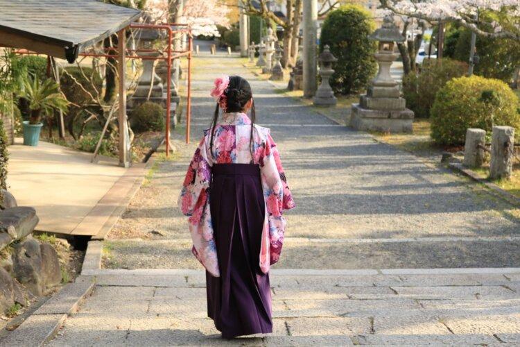 卒業袴は全身写真で残そう!全身撮影の準備物や撮り方を解説9