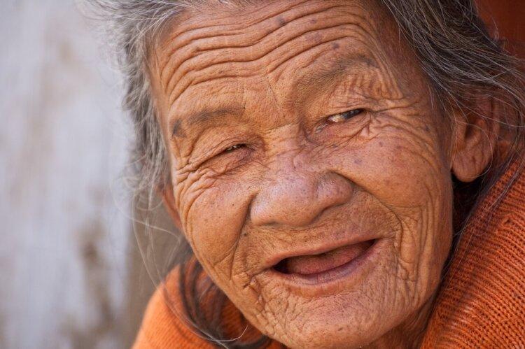 遺影写真に笑顔はNG?適した表情やポーズも紹介4