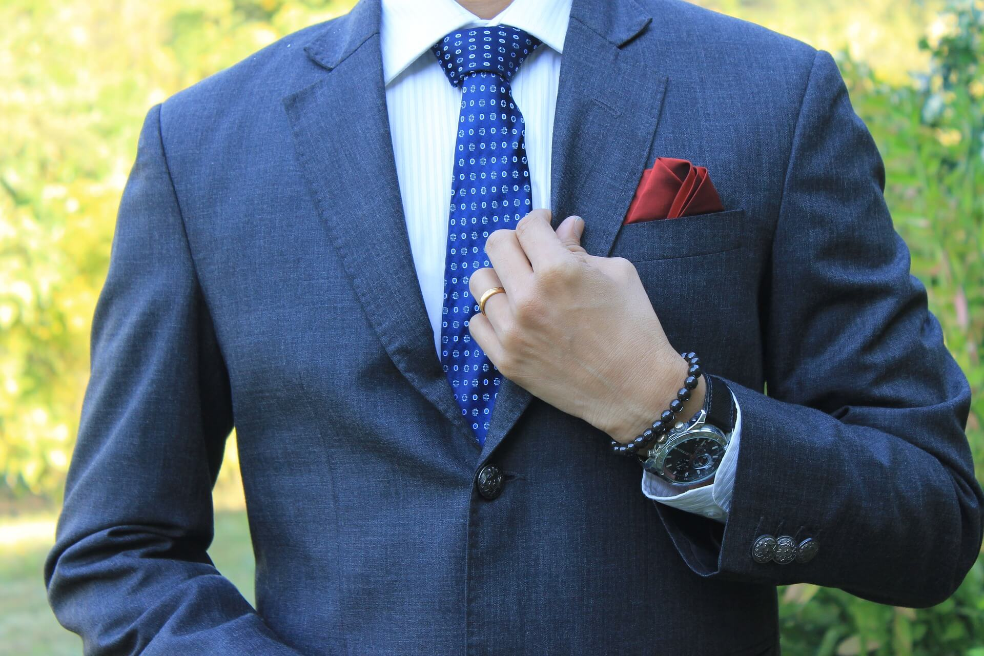 男の卒業写真はスーツでビシッとキメる!適したスーツを紹介