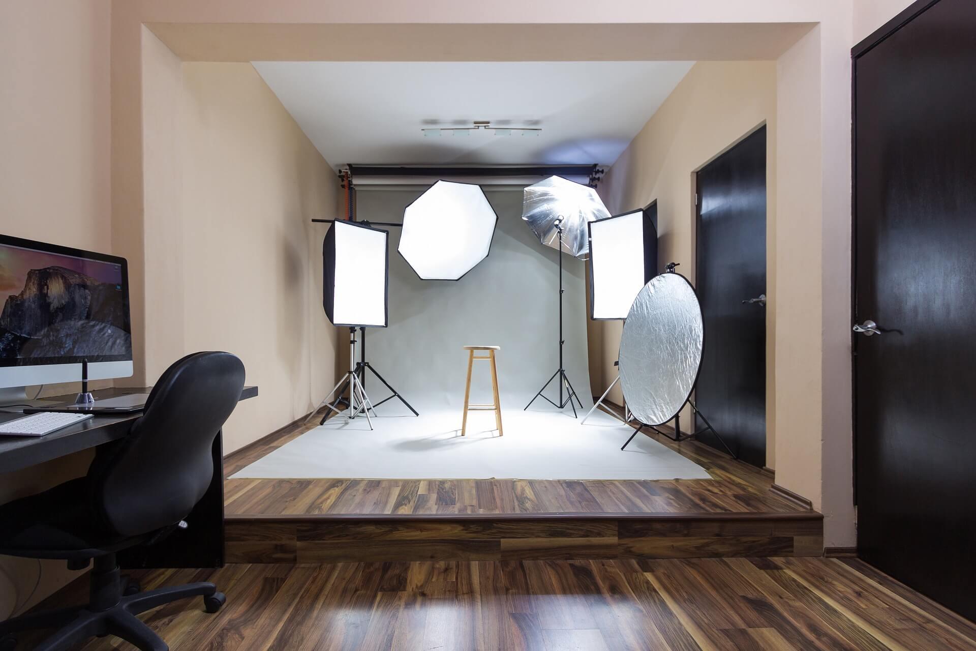 成人式写真はどこで撮る?写真館の選び方や料金相場、定番の背景を紹介