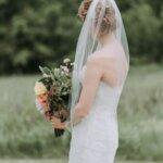 フォトウェディングはアップヘアが花嫁に人気!髪型や髪飾りを紹介