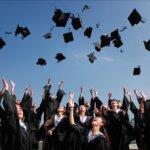 卒業写真撮影の人気プランの内容と料金相場は?追加料金の発生やお得なクーポンも紹介