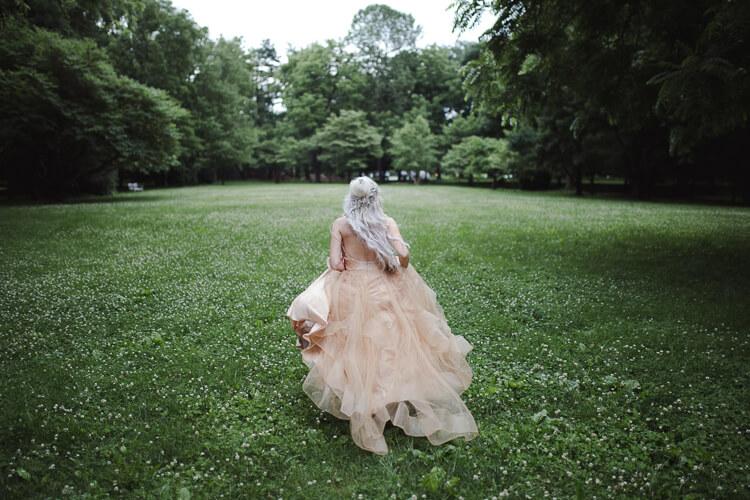 卒業写真をドレス姿で撮るのはあり?卒業写真に似合うドレスをご紹介14