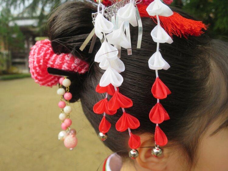 ママでもできるロングの七五三写真の髪型をご紹介!おすすめの髪飾りも10